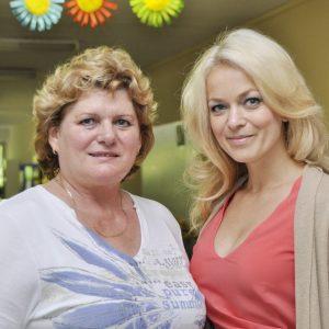 ...a ešte jeden záber na pamiatku - riad. MŠ E. Lukáčeková s moderátorkou podujatia Jankou Hospodárovou. (MDD 2012)