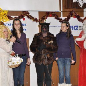 Sestry Katka a Zuzka Winklerové - finalistky súťaže Československo má talent - zaspievali na oslavách Mikuláša 2010