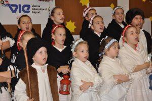 Vystúpenie detského folklórneho súboru Grbarčeta. (Mikuláš 2010)
