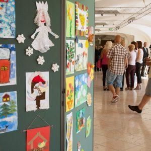 Výstava výtvarných prác detí hospitalizovaných v DFNsP Bratislava uskutočnená v priestoroch Bratislavského hradu (september 2013)