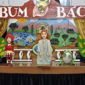 Divadlo Bum-Bác s predstavením Žabí princ (máj 2013)