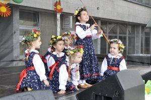 Šikovné škôlkarky z folklórneho súboru Habarka - MDD 2014